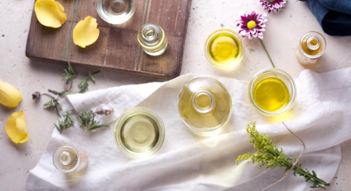 2015-06-16-1434480402-7319895-essential_oils_blog2000x1086